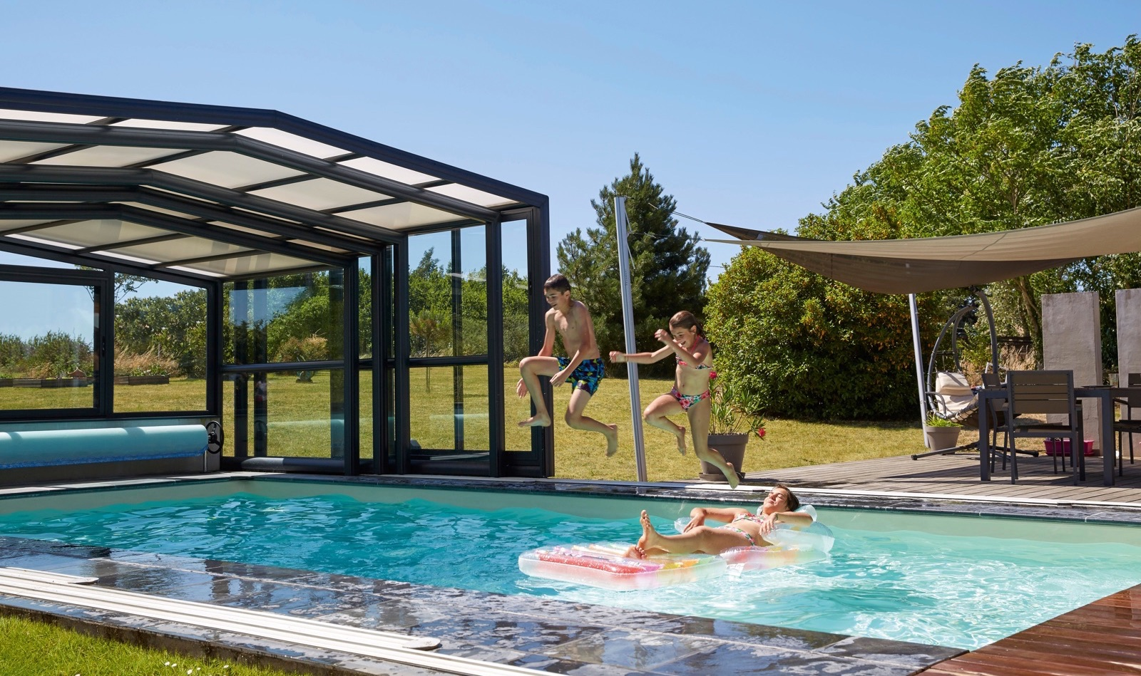 V randa piscine et spa v randa extension pergola et for Abri haut piscine